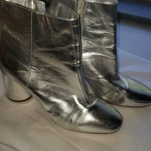 FOREVER 21 FUNKY SILVER BOOTS